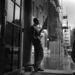 Cary Grant ernyővel. Elég dögös, pedig nem is filmjelenet.