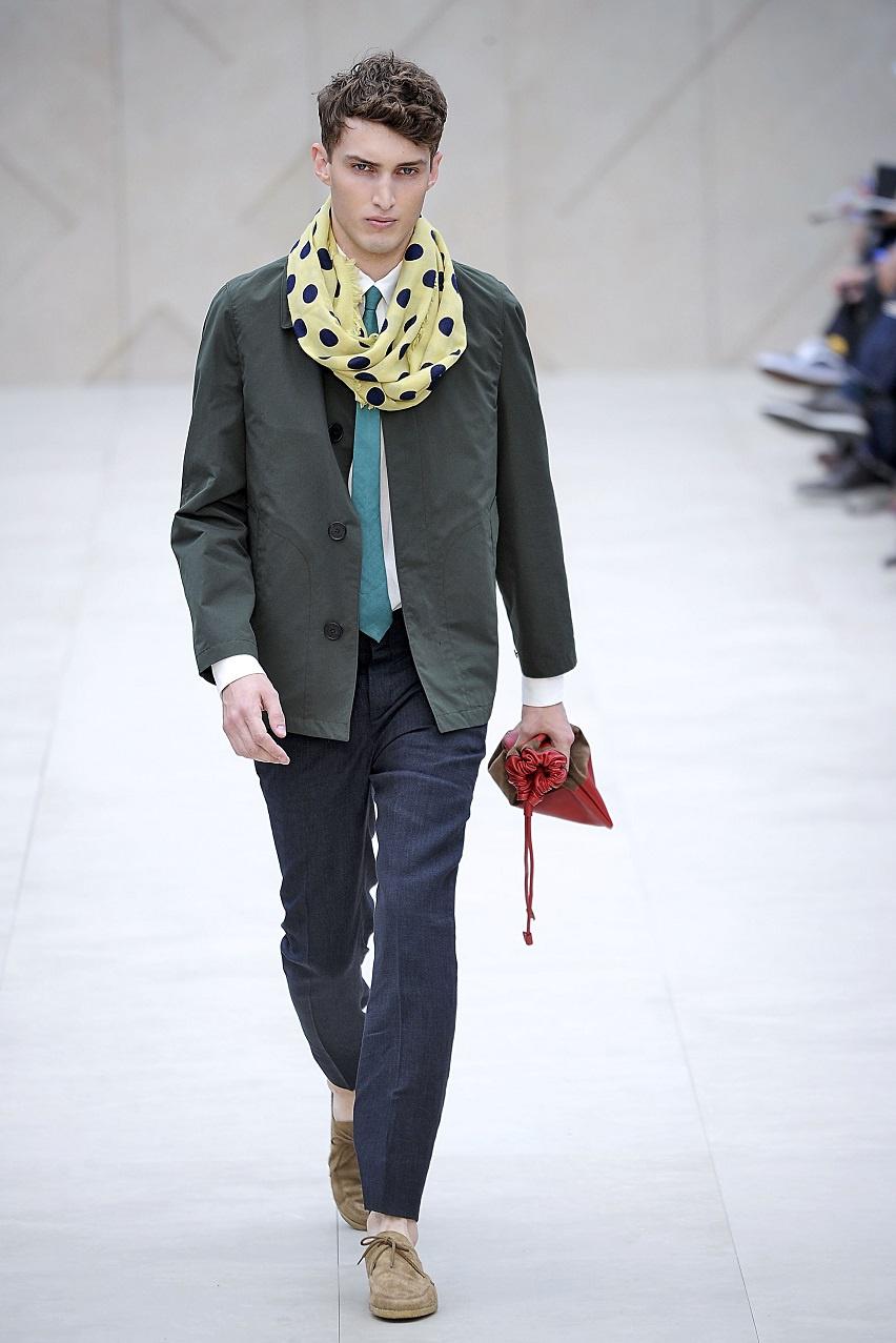 A Rag & Bone tökéletes választás annak, ha valaki minőségi és nem unalmas alapdarabokkal szeretné bővíteni a ruhatárát.