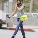 Kate Beckinsale nagyon szereti ezt a Proenza Schouler táskát.