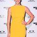 Bár a ruha is elég feltűnő, nem lehet nem észrevenni a virágos hajpántot Ashley Greene fején.