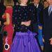 1985, április: olasz körútján Firenzében vacsorázott Diana és Károly. Ezt a mai szemmel ízléstelen, Jacques Azagury  által tervezett ruhát most kiállították a Kensington palotában.