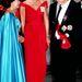 1990: Margit és Diana a VA Museum-ban beszélget egy banketten, Diana egy Victor Edelstein ruhát visel.