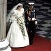 1981: Diana és Károly esküvője. A ruhát  David és Elizabeth Emanuel tervezte, amellett, hogy a történelem részét képzi, Dianának is tetszett