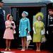 1969., július 1.: Margit hercegnő rózsaszínben, mellette Erzsébet, zöldben pedig az Anyakirálynő. A királyi család összes hölgytagja imádja a divatot, de Margit kap igazán szabad kezet.