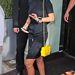 Rihanna kellemesen slampos szettjét egészítette ki a kétmilliós LEGO táskával.