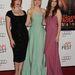 Három fehár bőrű színésznő, akik nem kerülik a színeket: Christina Hendricks-en jól mutat a fekete, de Elle Fanning is szép mentában és Alice Englertnek is jól áll a mályvaszín.