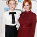 Sem Elle Fanning, sem Christina Hendricks nem sül le soha: a bordó és a fehér szín is jó választás, ne ragaszkodjon ön se a feketéhez!