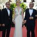 Nicole Kidman épp azt bizonyítja, a fehér istenien áll a sápadt bőrön.