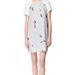 Zara ruha, 6995 forint. A szürke árnyalatai is szépen kiemelik a fehér bőrt.