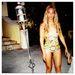 Beyoncé civilben mintás egyrészesben strandol és milyen jól áll neki!