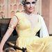 A lenyűgöző jelmezeknek köszönhetően Taylorból divatikon lett, a ruhák pedig hitelesen kihangsúlyozták a szépség és a szexualitás történelmi szerepét.