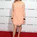 Minogue fekete kiegészítőket és pezsgőszínű magas sarkút választott a Moschino-ruhához.
