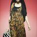Sosem gondoltuk volna, hogy valaki kifutóra visz egy pávamintás ruhát csíkos táskával. Kanna Yamauchi Yokang megtette.