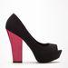 Ha egyszínű a ruhája és a szabása sem nagyon extra, válasszon legalább érdekes kiegészítőket! Bershka cipő, 6995 forint.