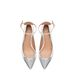 Ha ruhánk egyszínű, visszafogott, egy ezüst színű, kcisit feltűnőbb cipő se szúrja majd ki a násznép szemét. Zara, 13995 forint.