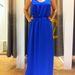 Kék Stradivarius maxiruha: elegáns kiegészítőkkel kész is a báli szett. 9995 forint.