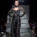 Sabrina Persechino F/W 2013-2014 Haute Couture: az eseményen más kézműves- művészek is bemutathatták elképzeléseiket, miszerint inkább a művészetre, minőségre és a történelmi értékekre kívánnak összpontosítani, mint a divatra.
