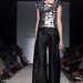 Sabrina Persechino F/W 2013-2014 Haute Couture: az idei AltaRoma-n a fiatal tehetségek is törekedek az egyszerűségre, a klasszikus nápolyi karácsonyi hangulatot idéző darabjaikhoz az ihletet olyan tervezőktől vették, mint Martin Margiela vagy Vivienne Westwood.