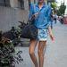 Ha lazábbak az öltözködési szabályok, akkor Miranda Kerr lazán sikkes összeállítása is követendő példa lehet.