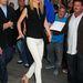 Nem lövünk mellé akkor, ha egy csinos fehér nadrág szép blúzzal és cipővel párosítunk, ahogyan Gwyneth Paltrow is tette.