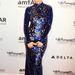 Fekete bőr clutch és kristályfülbevalók - ezek illenek a ruhához Jennifer Lopez (stylistja) szerint.
