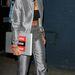 Rita Ora imádja a haspólókat, meg a napellenzőket is.