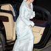 2012. november 14-én kicsit elegánsabban száll ki ugyanabban a fehér ruhában a kocsiból. A hercegnő a Maritime Media Awards-ra igyekszik amúgy, ha kíváncsi rá. Nézze meg a cipőjét!