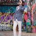 Az elmaradhatatlan fehér nadrág, Brian Sacawa ruhatárának egyik főszereplője.