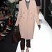 Férfias szabású Mulberry kabát púderrózsaszínben.