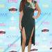 Selena Gomez M vonalú szoknyarésszel készült, testhezálló, sötétzöld ruhája viszont biztos az est legjobbja. A ruhát a Cushnie et Ochs tervezte, a cipő Nicholas Kirkwood.