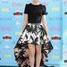 Ezt a hosszabb ruhát is Puglisi tervezte, amit Lily Collins visel. Önnek hogy tetszik?