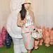 A Style Bubble bloggere, Susie Lau trendi kalapban érkezett a nyári Mulberry showra.