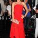 A nude tökéletes választás a piros színhez, a rúzs pedig a ruhához igazodik.