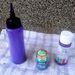Íme a tubus és a két festék, először a lilát használtuk.