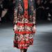 Virágos bőrkabát a Givenchy kifutóján.