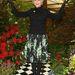 Helen Mirren inkább fekete felsőrésszel kombinálta virágos szoknyáját.