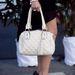 Táskája Chanel stílusú