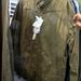 A G Starban viszont nincs olyan nagy tömeg. Na ja, ezt a khaki dzsekit most leárazva veheti meg 103 euróért, azaz 30700 forintért.