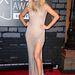 Ellie Goulding egy merész, szegecses estélyit választott az Amato Couture by Furne One-tól. Cipője Brian Atwood.