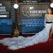 Rita Ora tőle szokatlanul választott. Alexandre Vauthier Couture ruha.