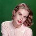 Grace Kelly babarózsaszín kardigánban pózolt 1955-ben.