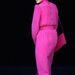 Diana hercegnő élénk rózsaszín ruhában és táskával sétált Rómában 1985-ben.