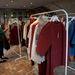 Bőven van választék, a képen látható kabátok 25740 forintba kerülnek.