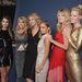 Még több modell egy képen, köztük Upton, balról jobbra: Lily Aldridge, Christie Brinkley, Kate Upton, Nicole Richie, Lindsay Ellingson és az ő vendége. Uptonnél csak a 160 centis Richie alacsonyabb...