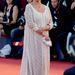 Judi Dench augusztus 31-én a Philomena premierjére egy gyöngyökkel díszített estélyiben érkezett.