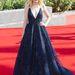 Dakota Fanning egy 2013-as őszre tervezett Elie Saab haute couture ruhában jelent meg szeptember elsején a Night Moves premierjén, mindenkinek leesett az álla...