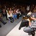 Celebek, fotósok, bloggerek tömörülnek kezdés előtt