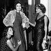 Az ötvenes években a divatbemutatók viszonylag egyszerű, paparazzi és street style bloggerektől mentes dolognak számítottak.