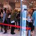 10 perccel a nyitás előtt az eladók vad táncba kezdenek