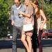 Kate Bosworth színésznő őszies színű ruhával hordja fatalpú szandálját. Jól áll neki, csak nehogy megboltojon.